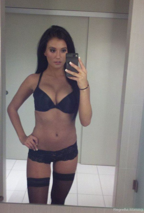 15 Selfies That Will Sizzle Your Monitor | Daily Girls @ Female Update