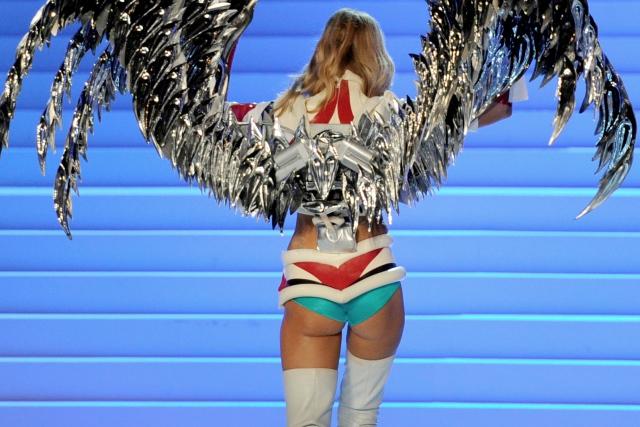 Victoria's Secret Fashion Show sexy pictures