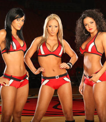 NFL or NBA: Who Has the Hotter Cheerleaders? | Daily Girls @ Female Update