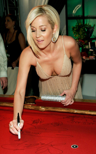 Country Singer Kellie Pickler is Cute and Hot | Daily Girls @ Female Update