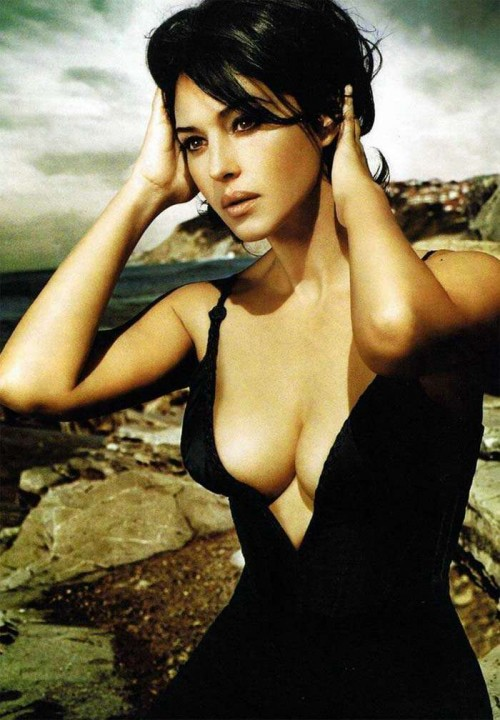 The Matrix's Monica Bellucci is Sexy Hot | Daily Girls @ Female Update