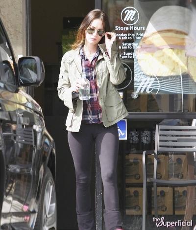 Megan Fox's Cameltoe Hungers For Bagels