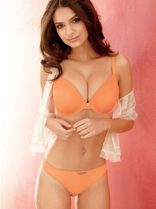 25 More Incredibly Hot Photos of Emily Ratajkowski | Daily Girls @ Female Update