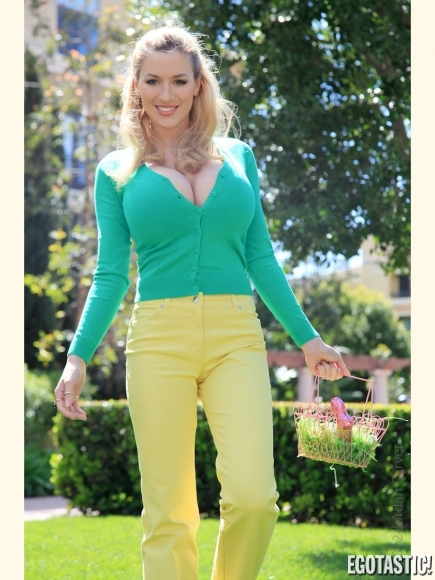 Jordan Carver Plays Cleavetastic Easter Bunny | Daily Girls @ Female Update