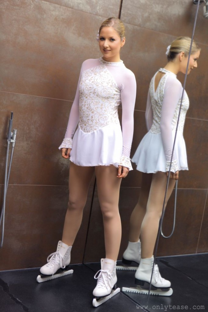 Non Nude Ice Skater Teasing | Daily Girls @ Female Update