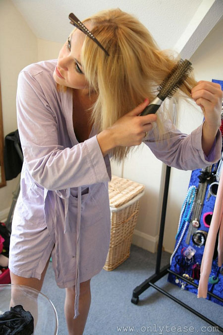 Blonde Babes in the Dressing Room | Daily Girls @ Female Update