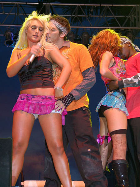 Singers Showing Upskirt while on Stage | Daily Girls @ Female Update