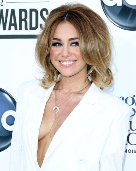 The Rachel + No Shirt = Miley At The BMAa