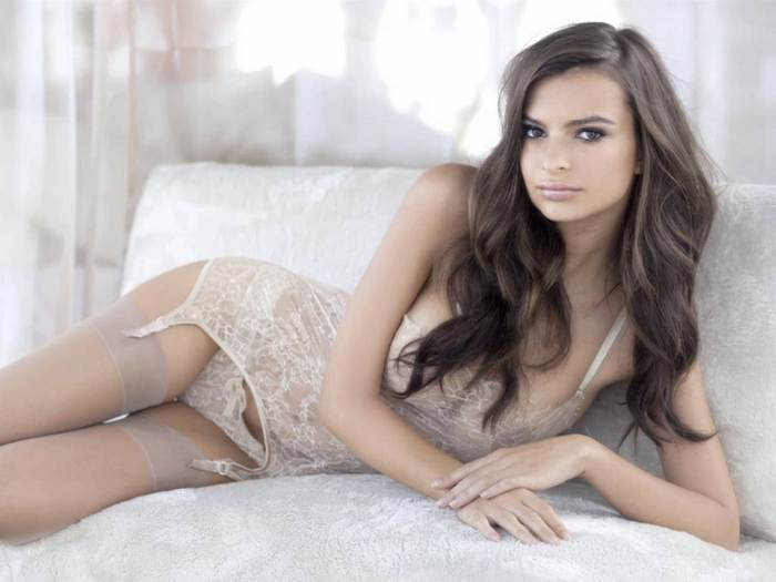 Emily Ratajkowski | Daily Girls @ Female Update
