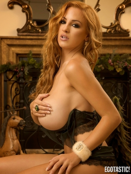 Jordan Carver Holds Herself So You Don't Have to | Daily Girls @ Female Update