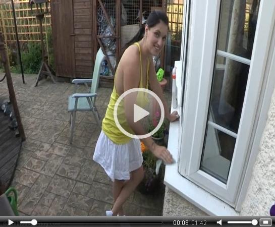 Window Cleaning Sideboob