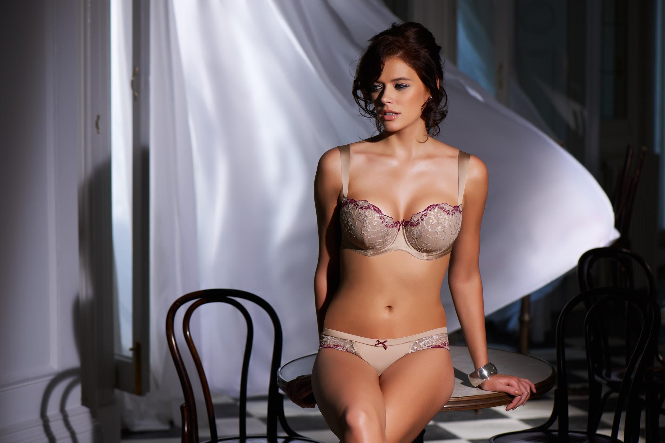 Sexy Natalia Belova Looks Ready To Party | Daily Girls @ Female Update