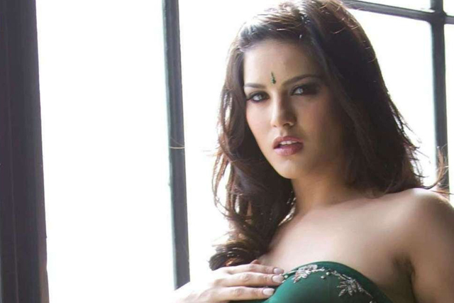 Sunny Leone sexy pictures | Daily Girls @ Female Update