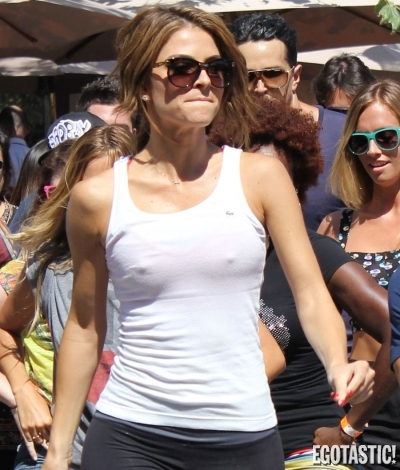 Maria Menounos Goes Full Headlights | Daily Girls @ Female Update