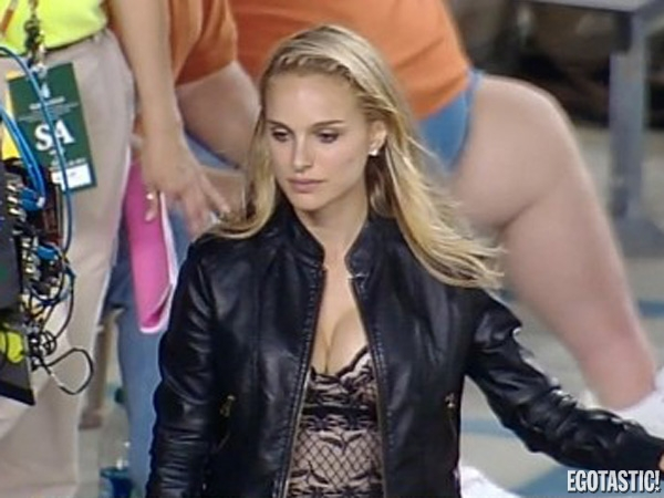 Natalie Portman Cleavetastic at Texas-Baylor Game | Daily Girls @ Female Update