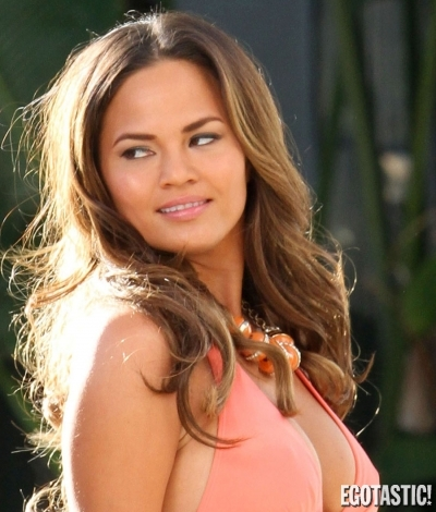 Chrissy Teigen Bikini Candid for Nike Photoshoot | Daily Girls @ Female Update