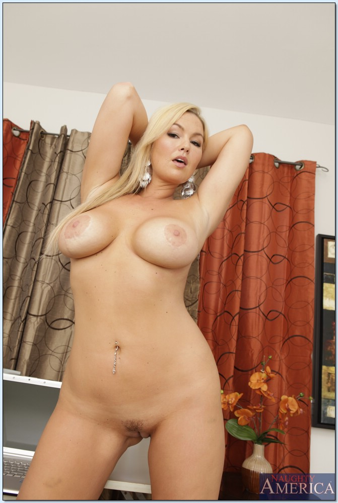 Abbey Brooks hot nude photo gallery | Daily Girls @ Female Update