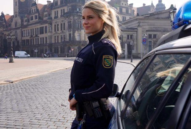 Adrienne Koleszar: Arresting Fitness Model | Daily Girls @ Female Update