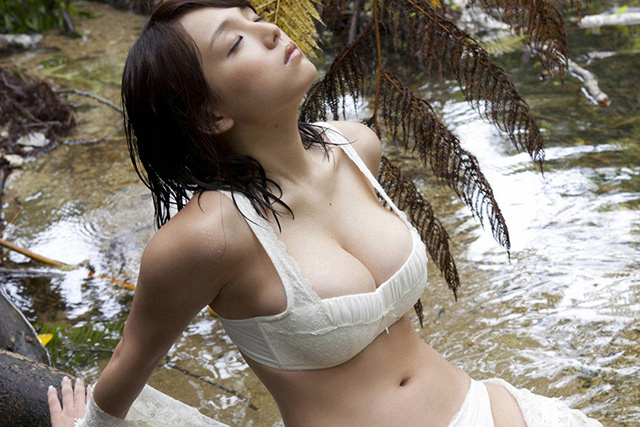 Ai Shinozaki Gets Her Creek On | Daily Girls @ Female Update