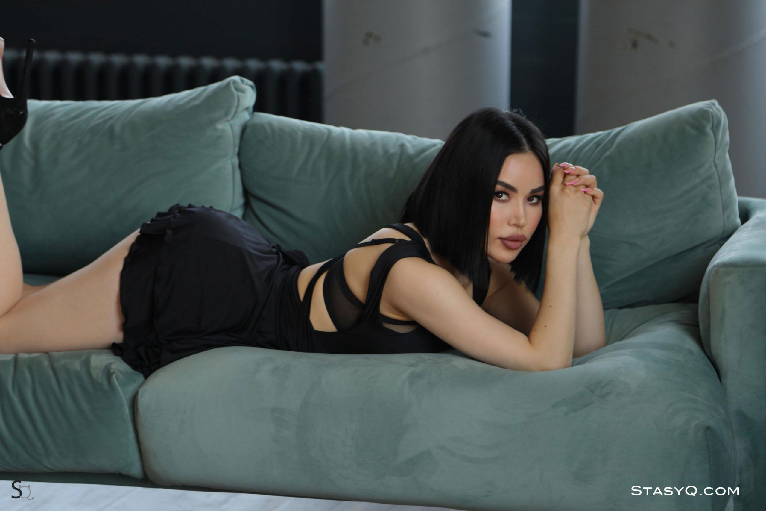 Babe AiculQ gives a stylish photo shoot for StasyQ   Daily Girls @ Female Update