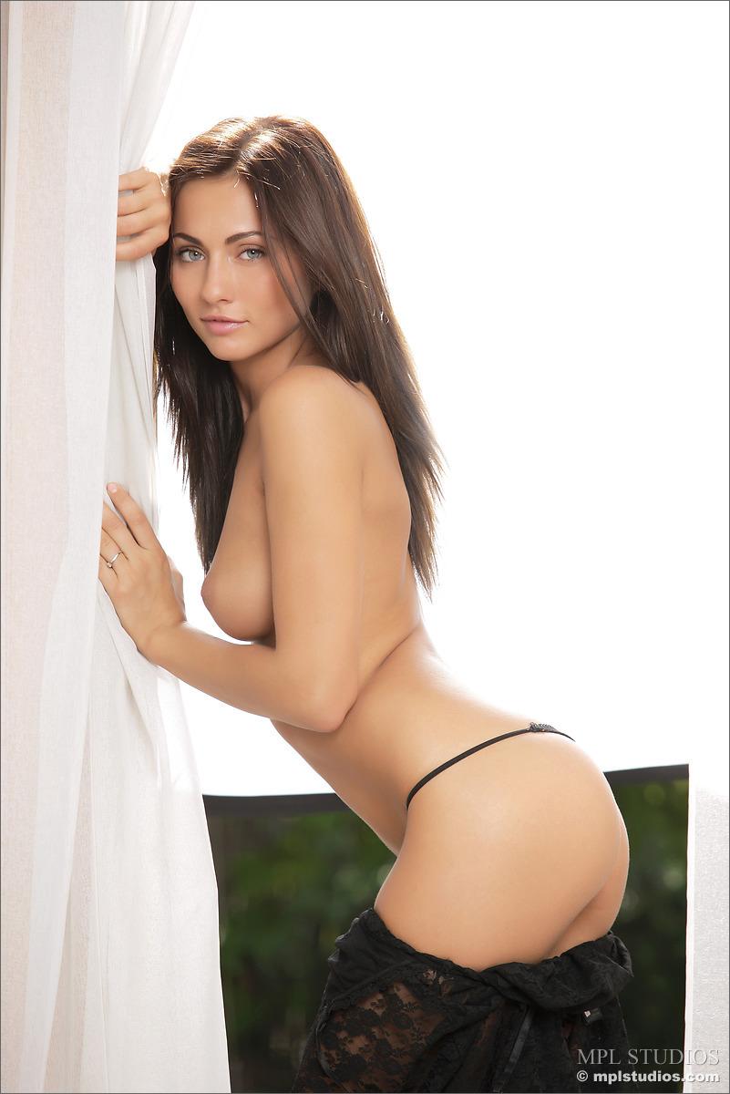 Beautiful model Kalena – nude photo gallery