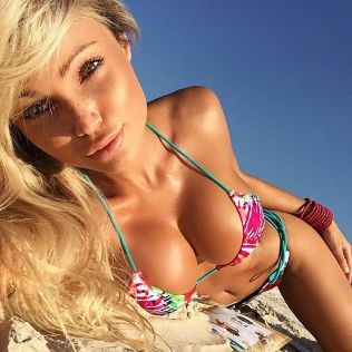 Bikini Babe Abby Dowse from Australia | Daily Girls @ Female Update