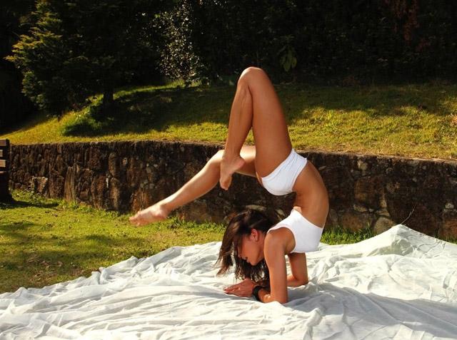 Brazillian Yoga Teacher Kamilla | Daily Girls @ Female Update