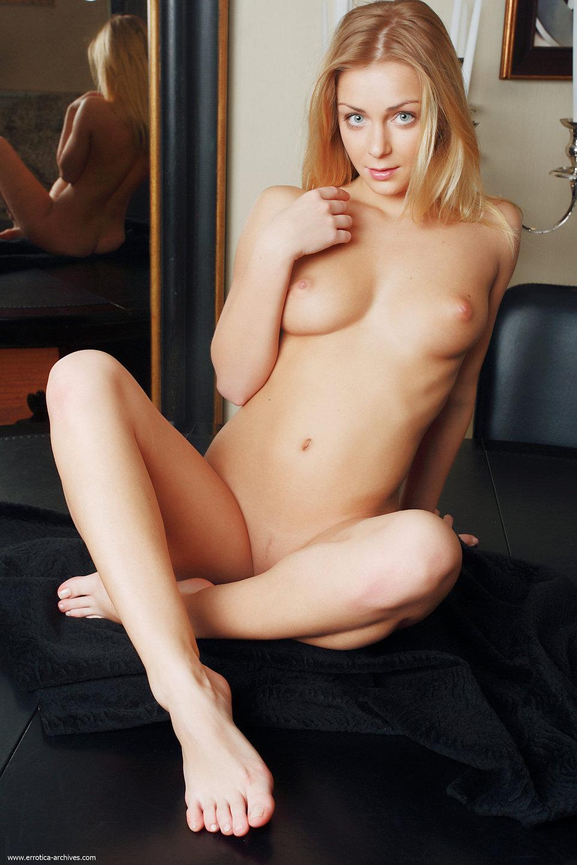Cute Liza nude photo gallery | Daily Girls @ Female Update