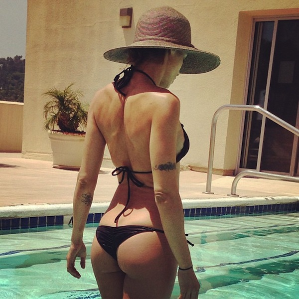 Elisabetta Canalis Hot Ass for Social Media of the | Daily Girls @ Female Update