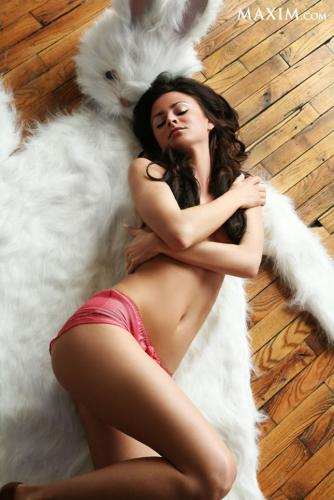 Girls Trying To Stay Warm | Maxim | Daily Girls @ Female Update