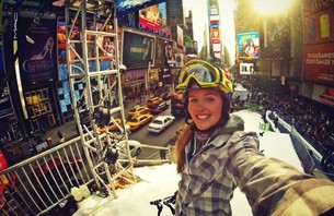 GRETE ELIASSEN SLIDES A RAIL IN TIMES SQUARE | Daily Girls @ Female Update