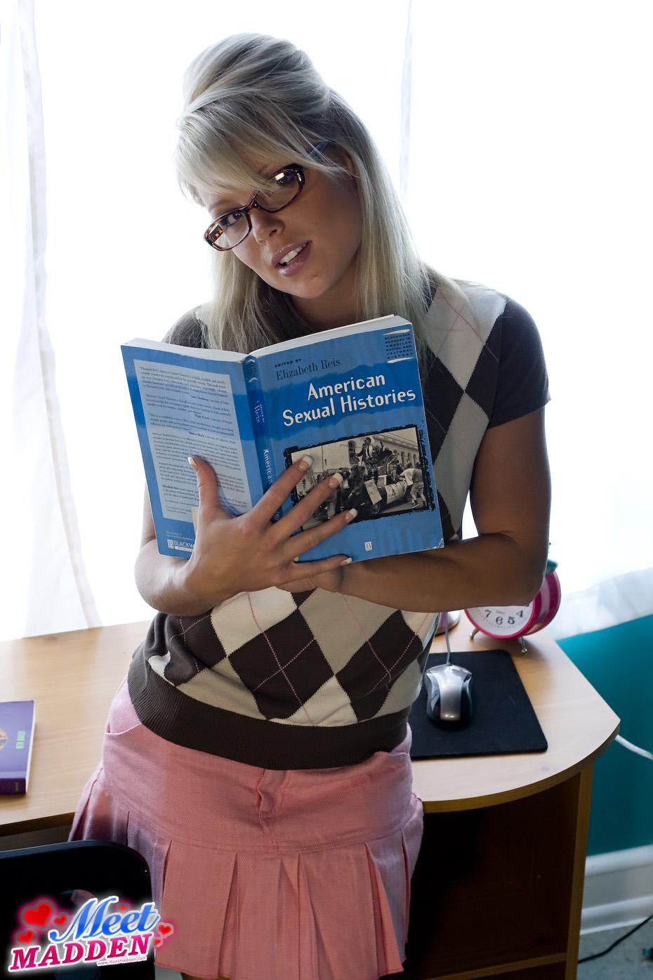 History Student MeetMadden Shows Upskirt | Daily Girls @ Female Update