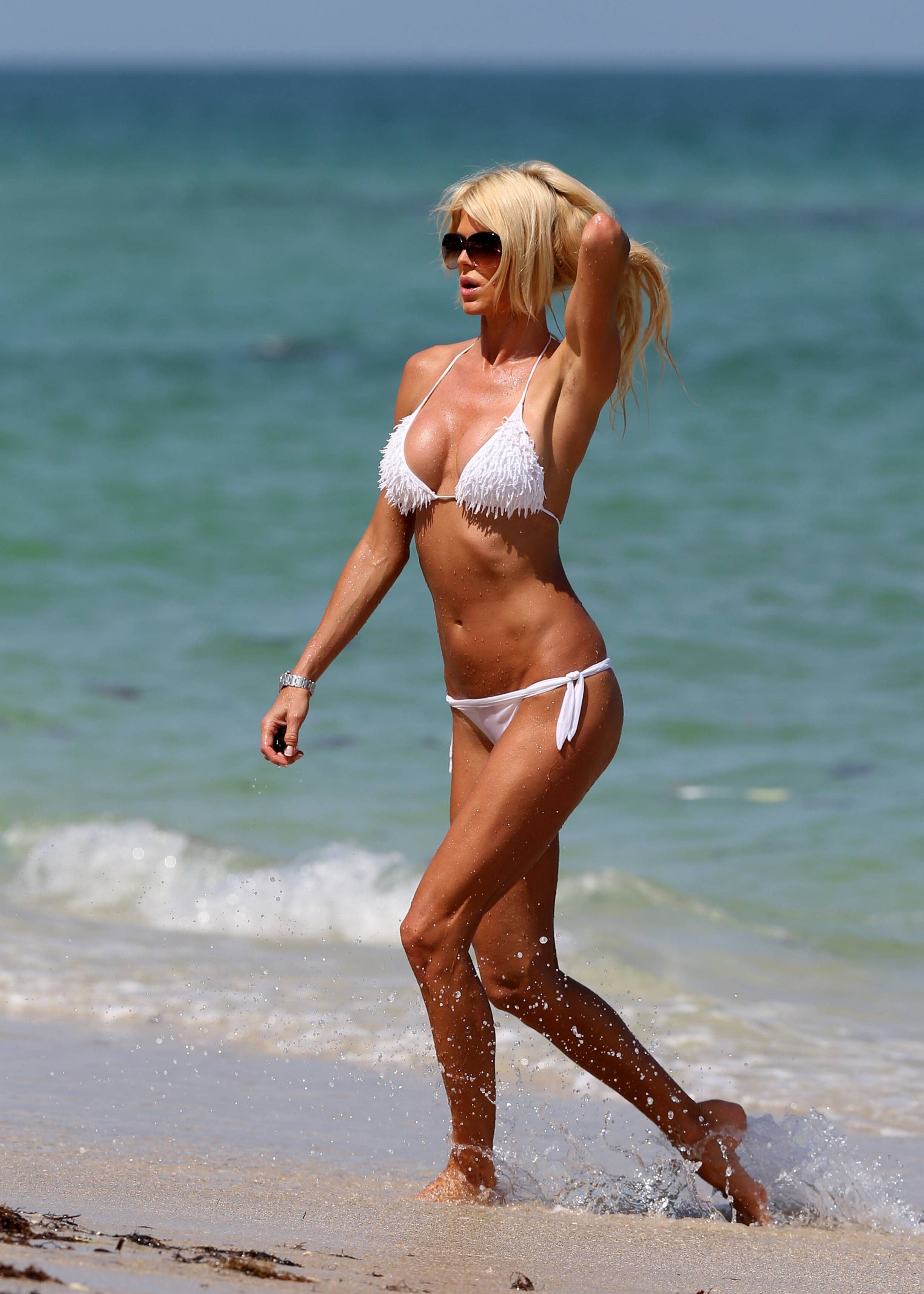 How Many Beers: Victoria Silvstedt | Daily Girls @ Female Update