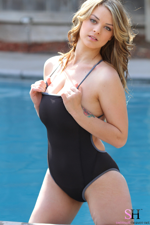 Jenny on Swimsuit Heaven | Daily Girls @ Female Update