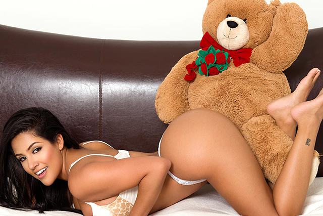 Jessica Marie Plays Slap-Ass with Spanky the Bear