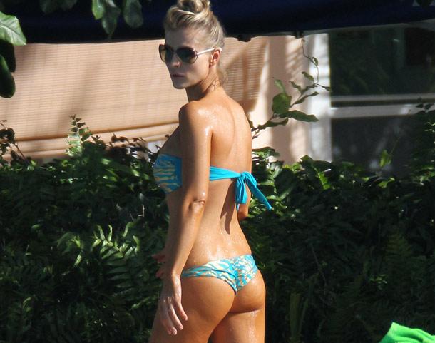 Joanna Krupa's Awesome Bikini Booty | Daily Girls @ Female Update