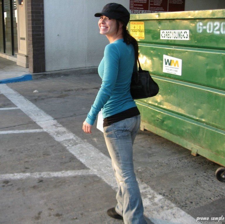 Kari Sweets Goes Shopping (And We Go Too!) | Daily Girls @ Female Update
