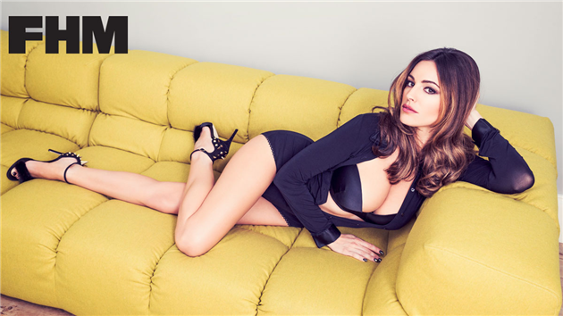 Kelly Brook uses her killer good look | Daily Girls @ Female Update