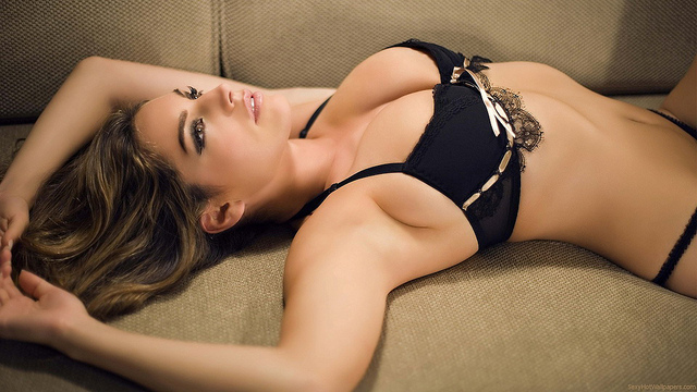 Kelly Brook's 5 Hottest Videos on the Internet | Daily Girls @ Female Update