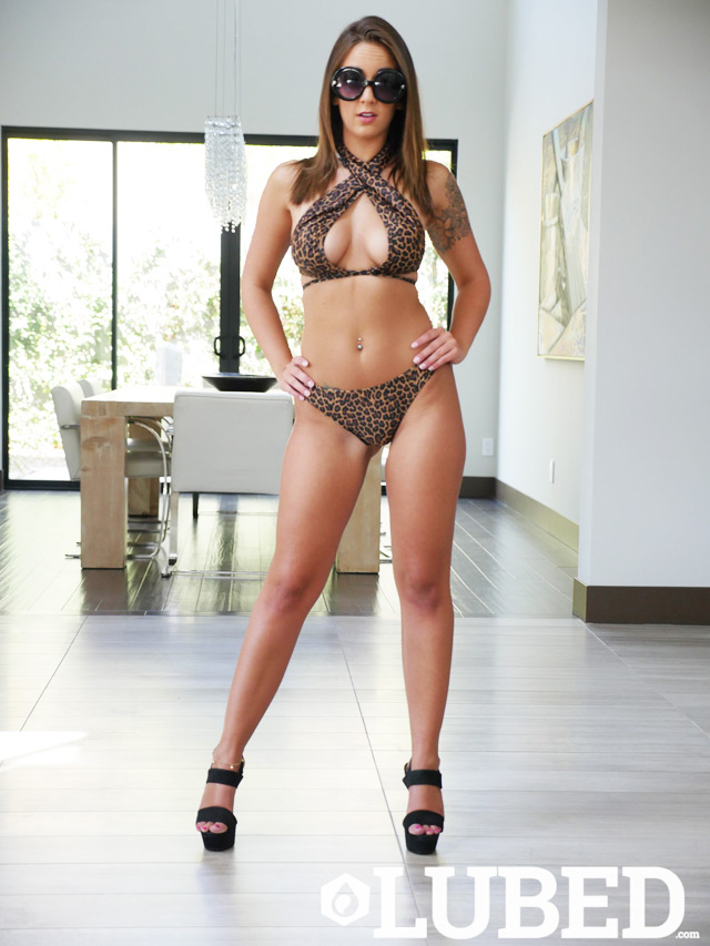Layla London | Daily Girls @ Female Update