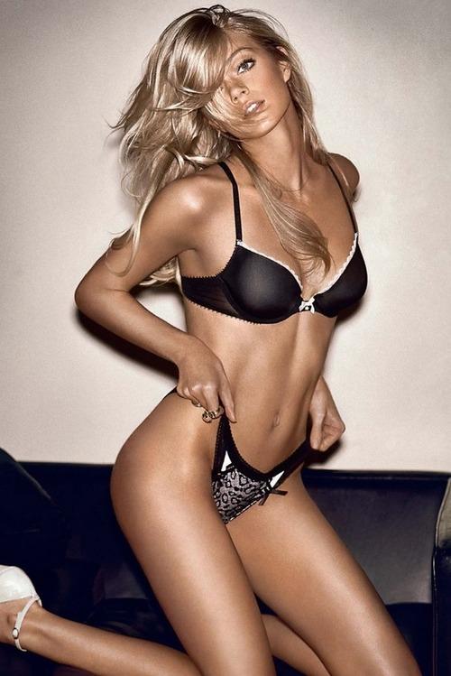 Lindsay Ellingson Makes Everything Better | Daily Girls @ Female Update