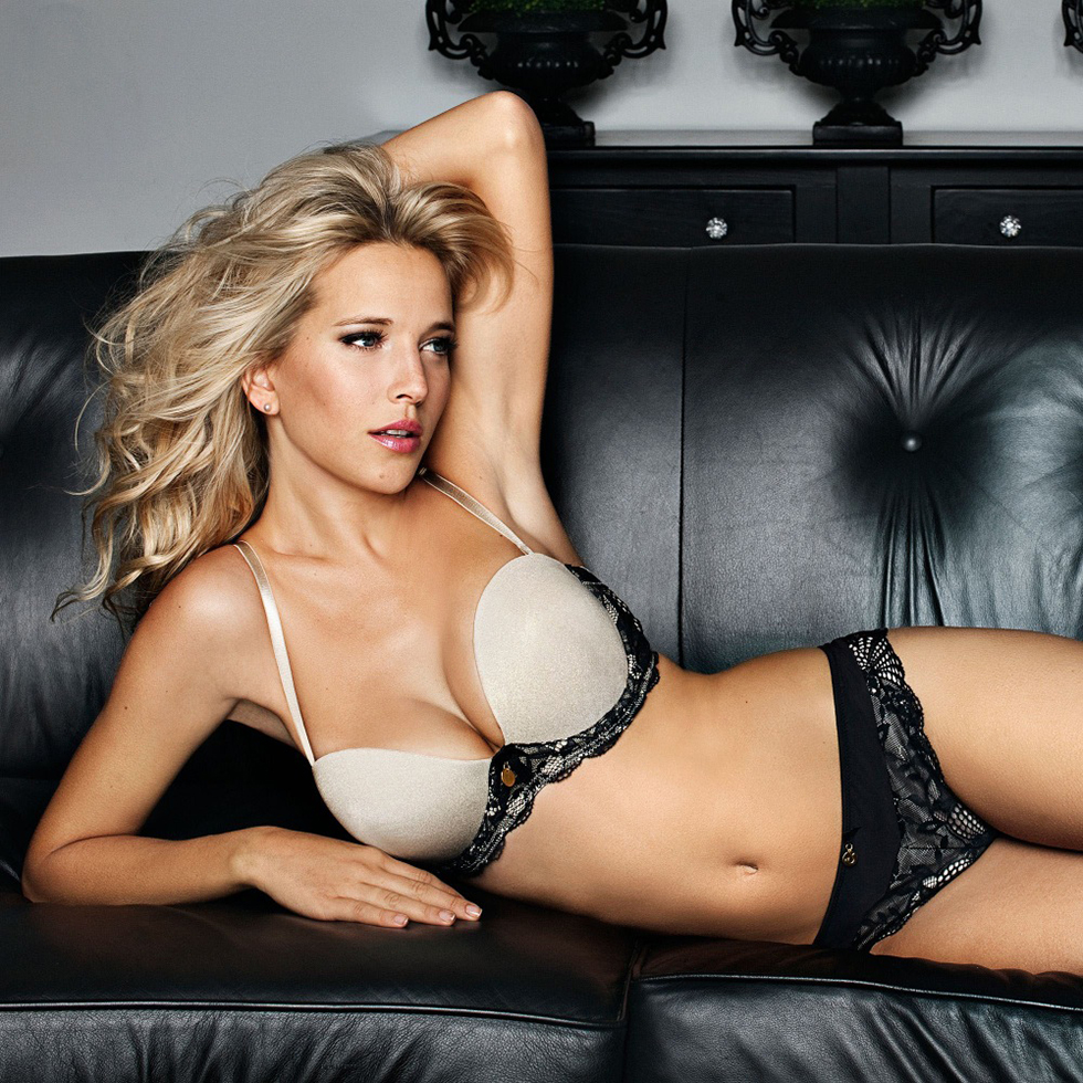 Luisana Lopilato with Photos to Wow You | Daily Girls @ Female Update
