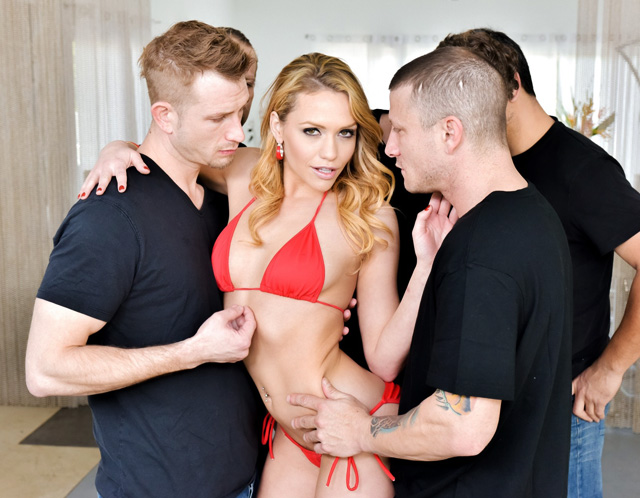 Mia Malkova Takes A Big Step In Her Adult Career | Daily Girls @ Female Update