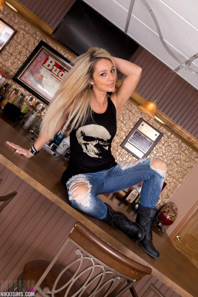 Nikki Sims in Shredded Jeans | Daily Girls @ Female Update