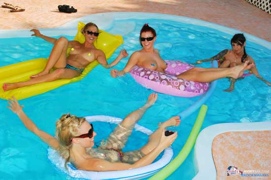Pool Party Bikini Girls – Avery Ray and Friends | Daily Girls @ Female Update