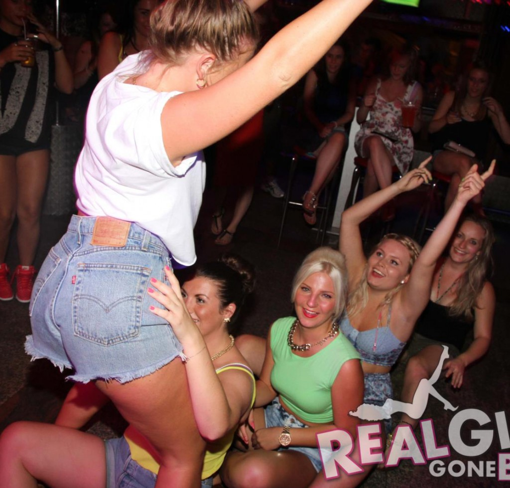 Real Girls Gone Bad – Drunk Girls Party | Daily Girls @ Female Update