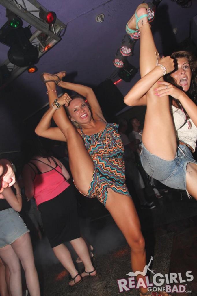 Real Girls Gone Bad on a Pub Crawl | Daily Girls @ Female Update