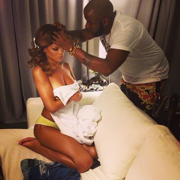 Rihanna Goes Topless… Again | Daily Girls @ Female Update