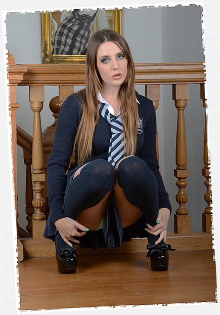 Samantha Bentley – St Mackenzies | Daily Girls @ Female Update