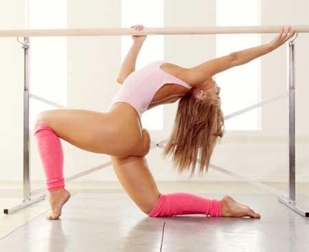 Singer and former gymnast Jillisa Lynn strips | Daily Girls @ Female Update